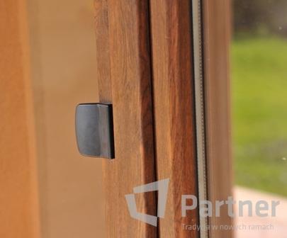 beschl ge partner fenster und t ren aus pvc und aluminium kunststofffenster fenster aus. Black Bedroom Furniture Sets. Home Design Ideas